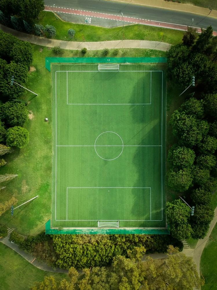 Boisko do piłki nożnej, płyta boiskowa, widok z lotu ptaka